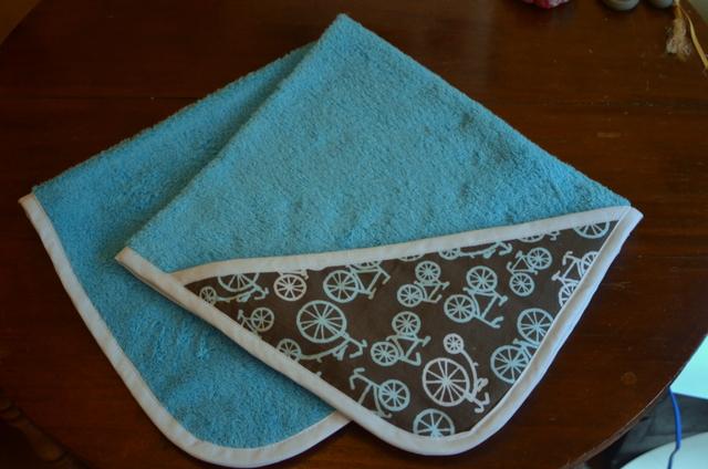 B sicos de beb toalla con capucha ma me mi mo - Como hacer un mueble cambiador de bebe ...